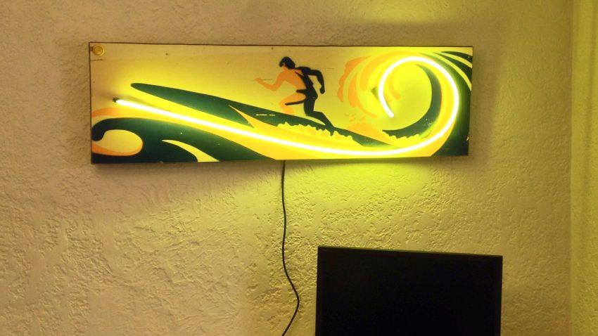 Surf-Champ-Pinball-Neon-Wave