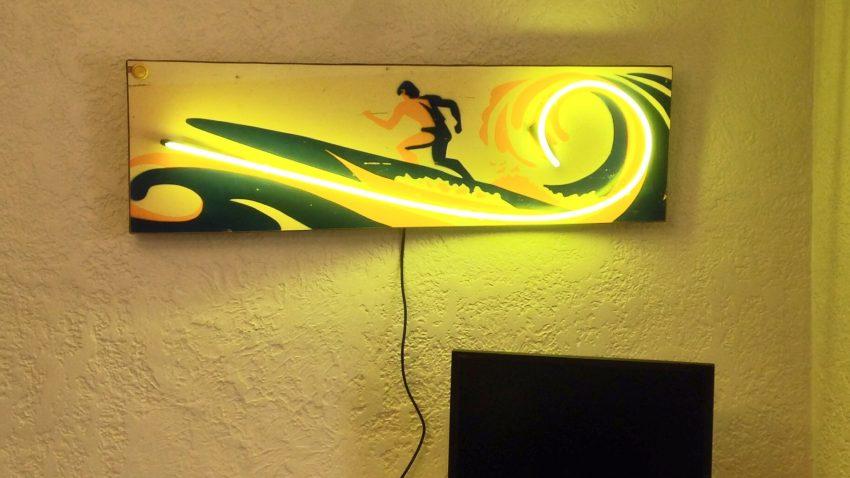 Surf-Champ-Pinball-Neon-Wave